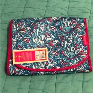NWT Lilly Pulitzer 4 Target Hanging toiletry bag